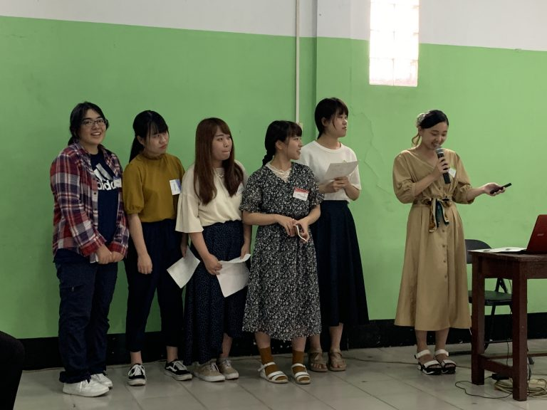 Students introducing Japan and the University at Banisale University
