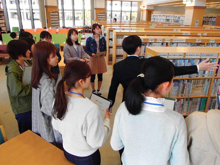 図書館ツアー中